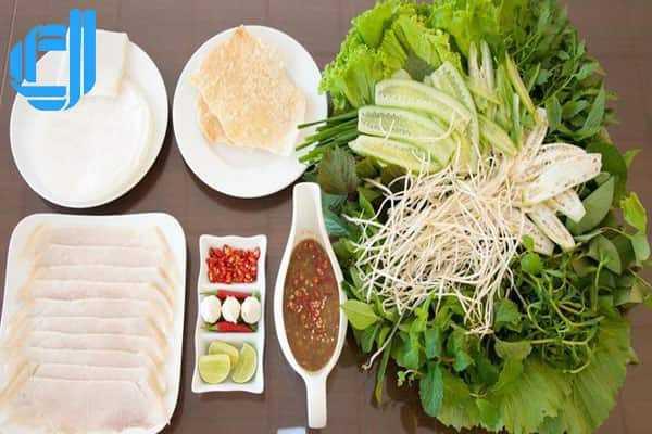 Bánh tráng cuốn thịt heo - món ăn nổi tiếng đậm vị xứ Quảng Đà